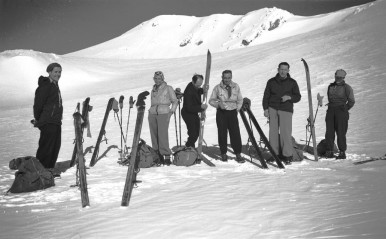 Photo03_Downhill_skis_used_for_touring_1950s